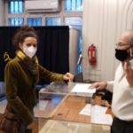 Catherine Blanche, tête de liste au Chili, vote